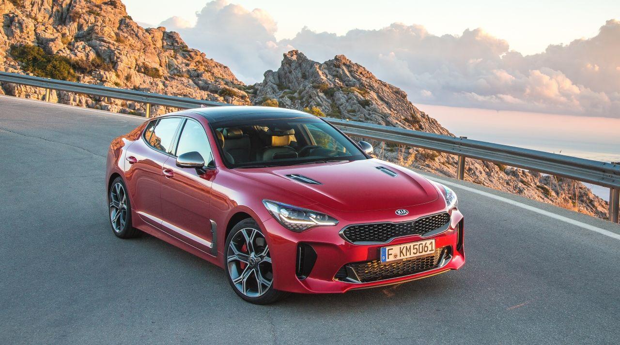 Kia Stinger sa dostala doužšieho výberu európskej ankety Auto roka 2018