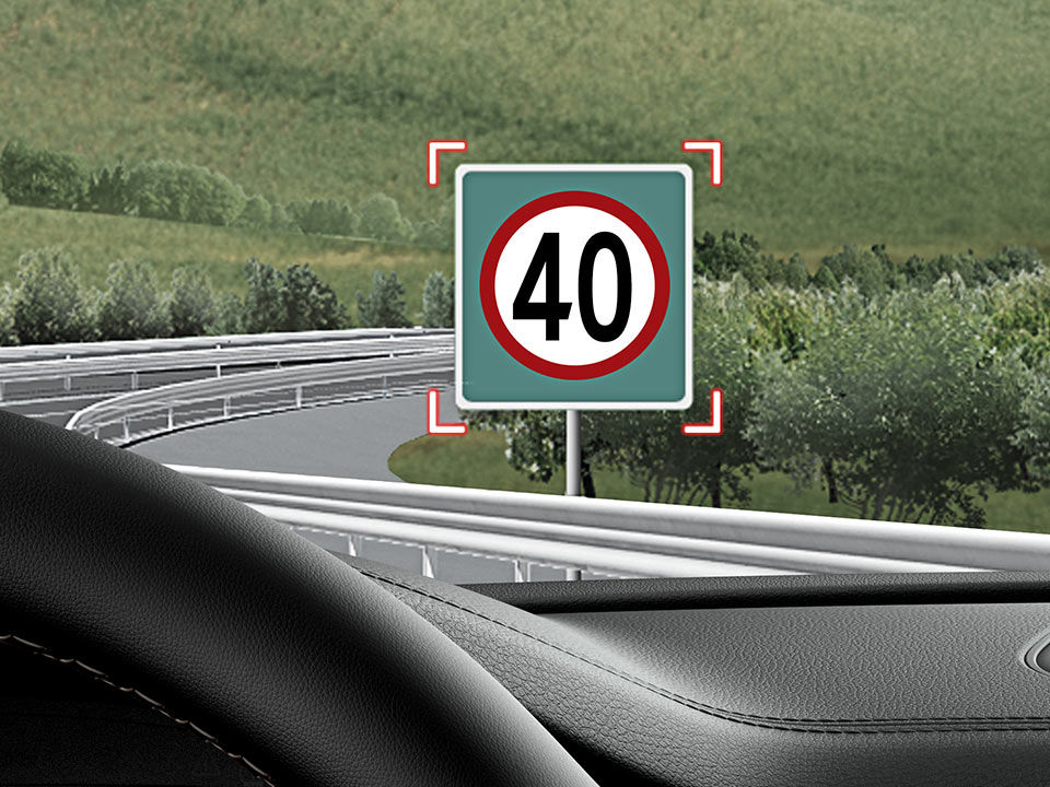 Kia Stinger - systém monitorovania dopravných značiek